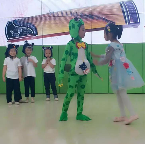 家长们,星海唐山演艺传媒公司告诉你请这样陪孩子练琴!